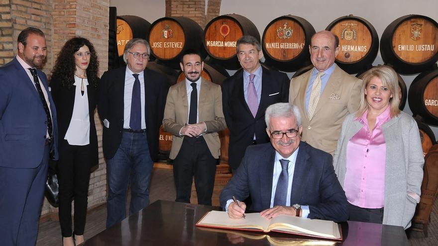 Jiménez Barrios destaca la apuesta de la Junta por el sector vitivinícola con el Centro Tecnológico del Vino