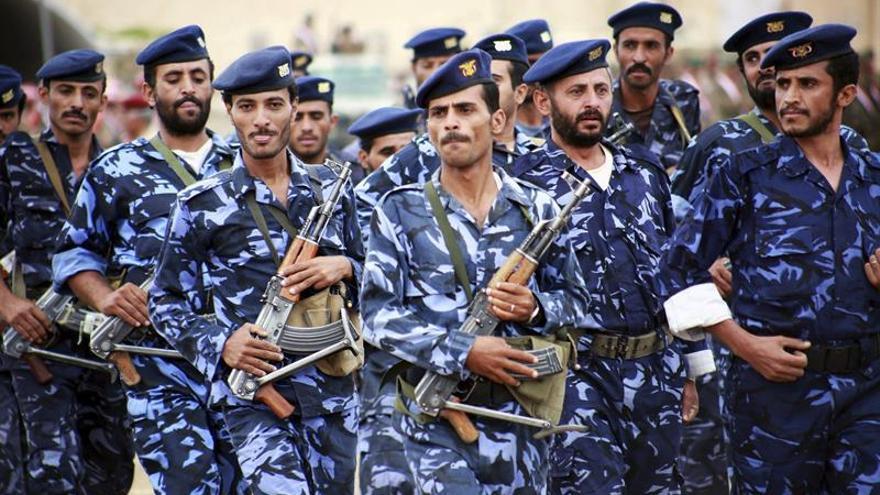 Arabia Saudí intercepta un misil lanzado por milicias hutíes hacia Riad