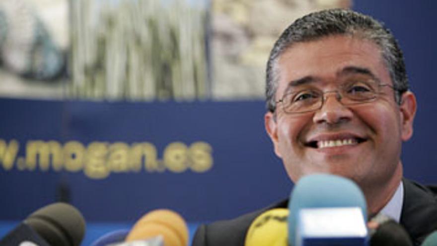 Francisco González, alcalde de Mogán, en rueda de prensa tras su detención en 2007. (QUIQUE CURBELO)