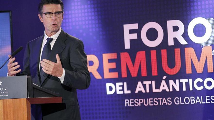 El exministro y expresidente del PP de Canarias, José Manuel Soria, durante su intervención hoy en el Fórum Premium del Atlántico, tras más de dos años de silencio. EFE/Cristóbal García
