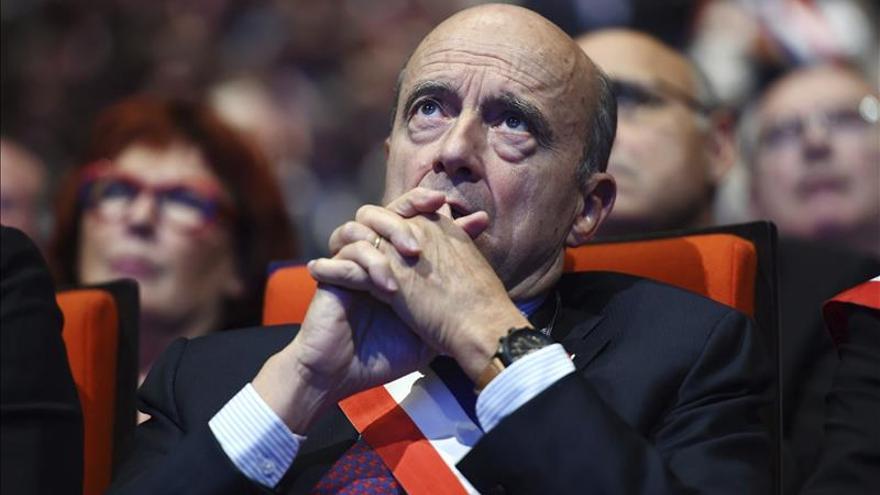 Juppé vencería a Sarkozy en primarias de la derecha en Francia, según sondeo