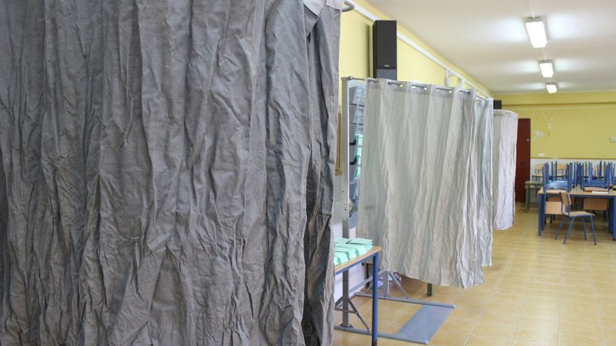 """Pacma critica que en colegios de Sevilla y Jaén """"no estaban colocadas"""" sus papeletas al inicio de la jornada"""