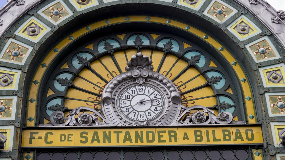 Detalle de la fachada de la Estación de la Concordia, en Bilbao.
