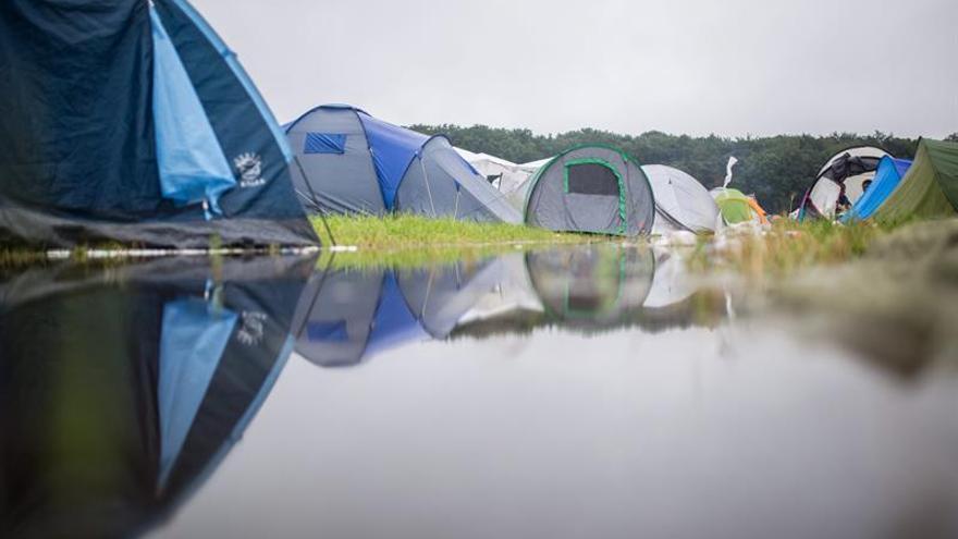 Los campistas del Medusa de Cullera vuelven a la zona acampada tras las lluvias