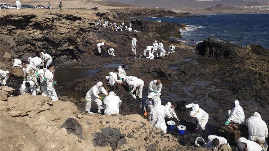 Varias manchas de petróleo aparecen en el litoral este de Gran Canaria
