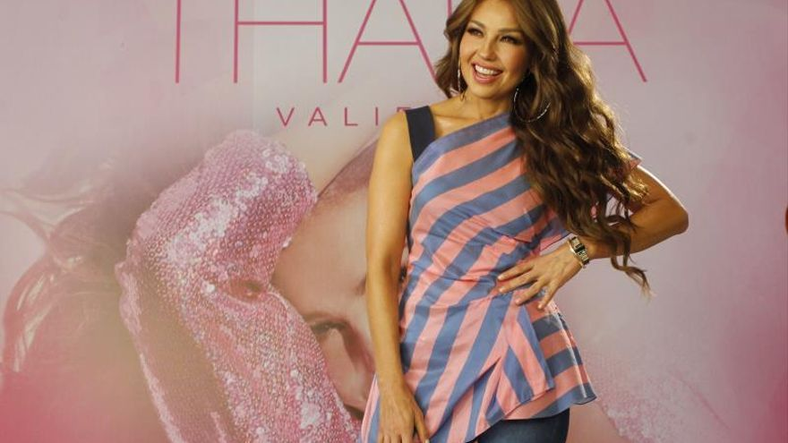La cantante mexicana Thalia posa durante una rueda de prensa en Ciudad de México (México).