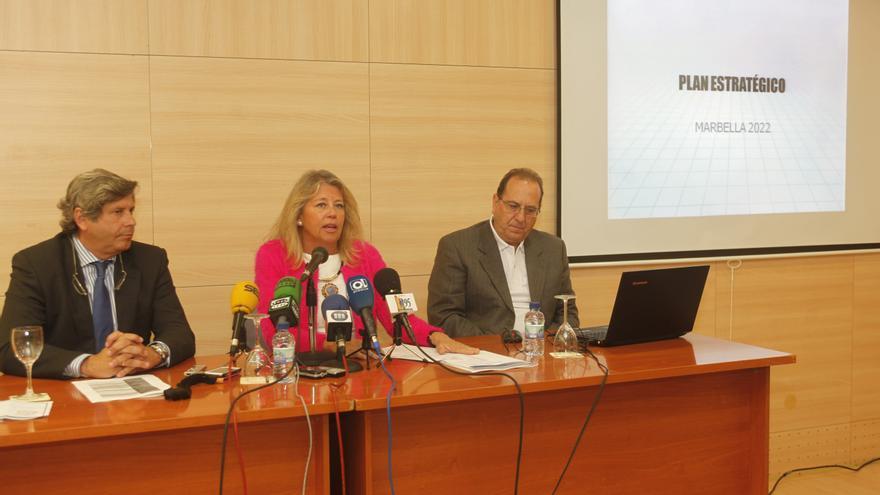 Pablo Moro, el primero por la izquierda, es concejal de urbanismo en Marbella