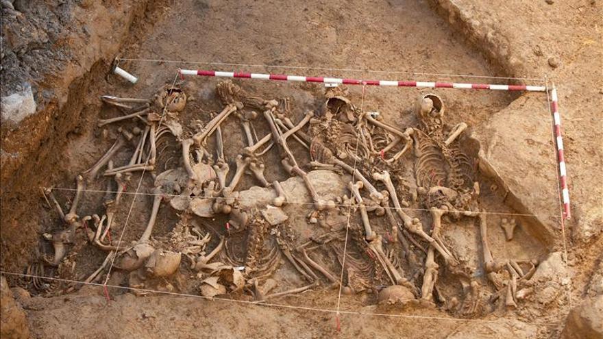 Exhuman en Álava a diez soldados comunistas muertos en la Guerra Civil