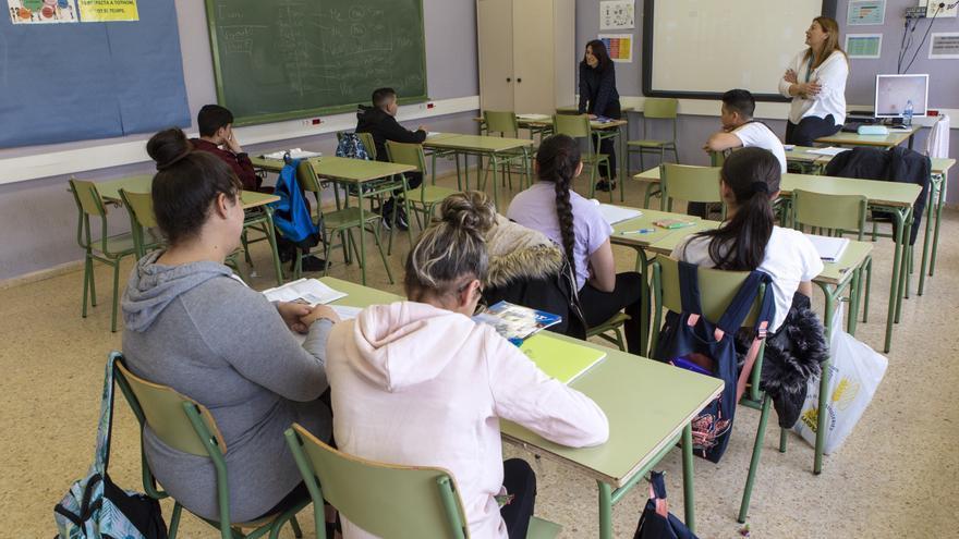 Estudiantes de segundo de la ESO del IE El Prat (Barcelona) aprenden romaní