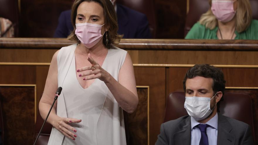 La portavoz del PP en el Congreso de los Diputados, Cuca Gamarra, interviene en una sesión de control al Gobierno en el Congreso de los Diputados, a 23 de junio de 2021, en Madrid, (España).
