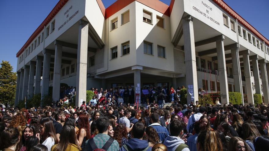 La Universidad de Granada sanciona a una profesora por acoso laboral a otra para que dejara su plaza