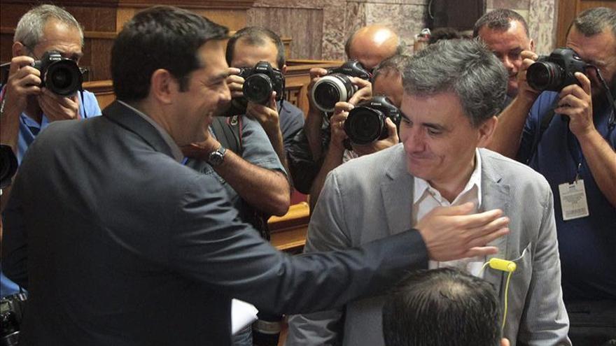 El Eurogrupo busca un acuerdo hacia el tercer rescate a Grecia