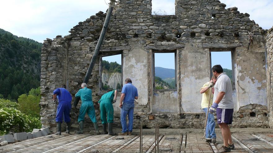 Los vecinos de Jánovas colaboran en la reconstrucción del pueblo