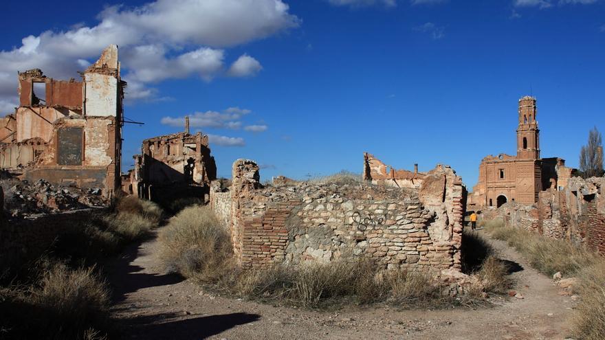 La Torre de San Agustín, una de las pocas construcciones que siguen en pie en Belchite. Víctor Fernández Salinas