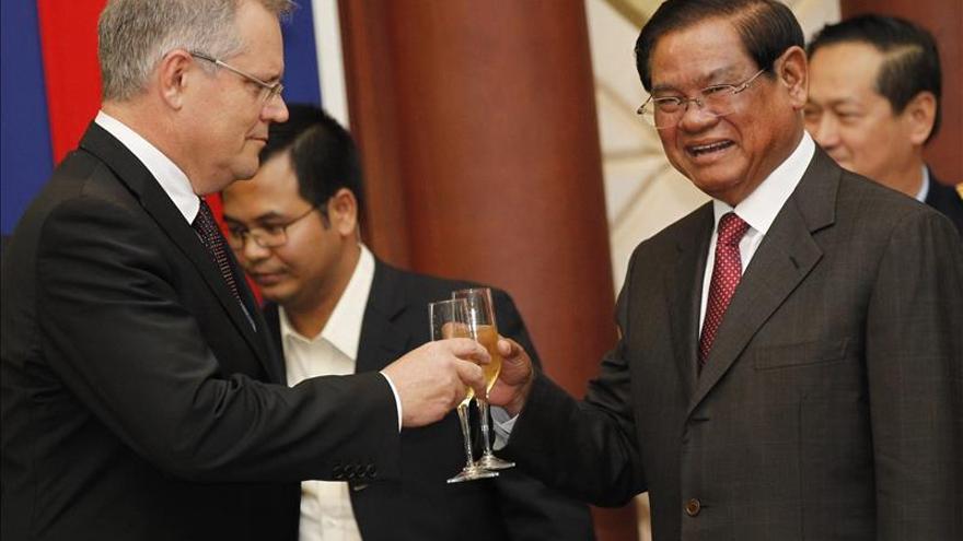 Australia firma con Camboya el acuerdo para reubicar refugiados