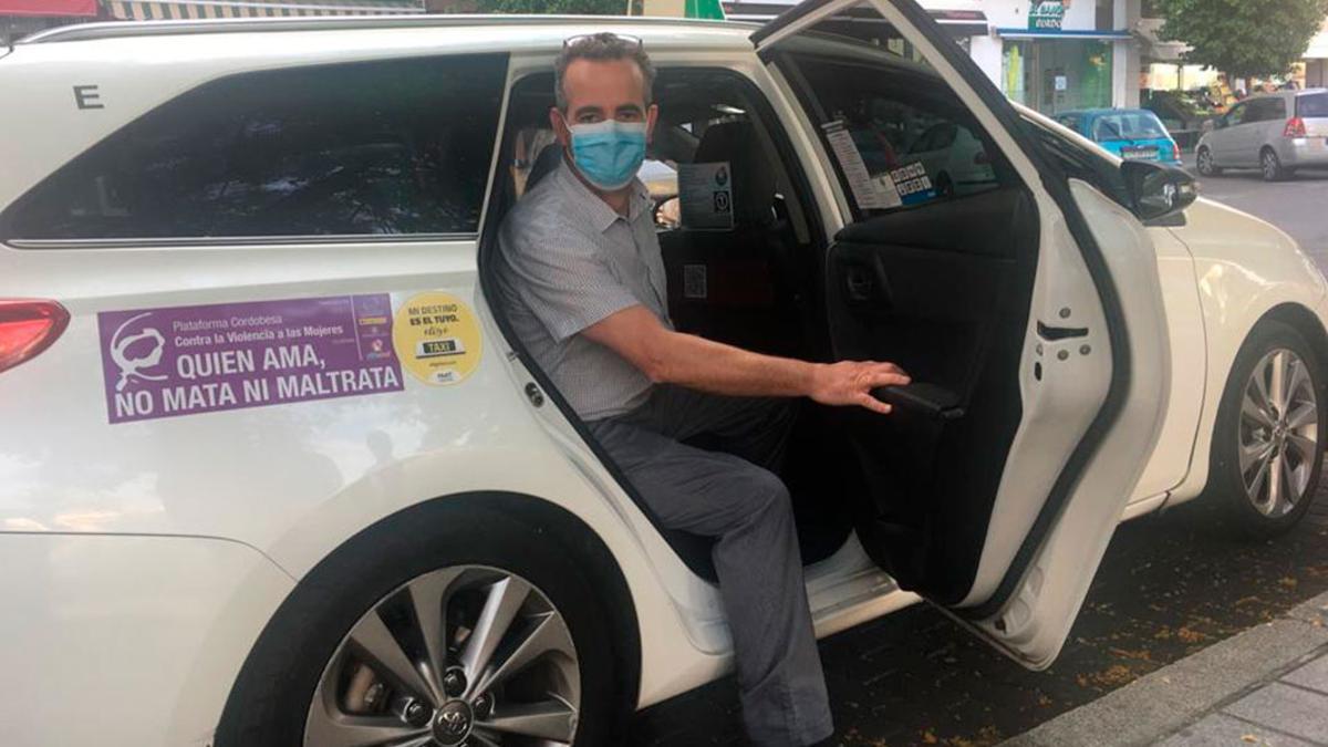 Los taxistas instalaron mamparas de protección en los taxis.