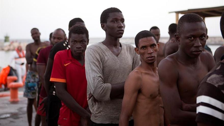 Fuerzas del este hallan 16 inmigrantes irregulares muertos al sur de Bengazi