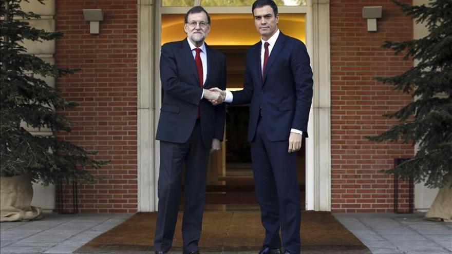 Mariano Rajoy recibe a Pedro Sánchez en Moncloa