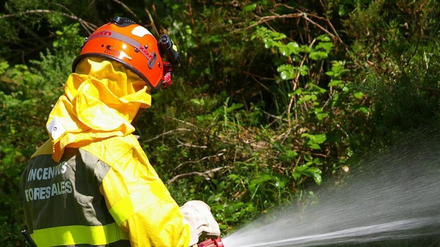CC.OO. acusa al Gobierno de utilizar a los parados como mano de obra barata para tareas tras incendios