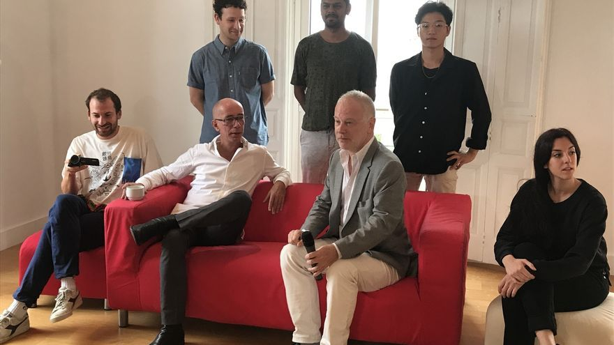 """Höller reta a 13 jóvenes artistas a crear juegos """"surrealistas"""" en el taller de Villa Iris"""