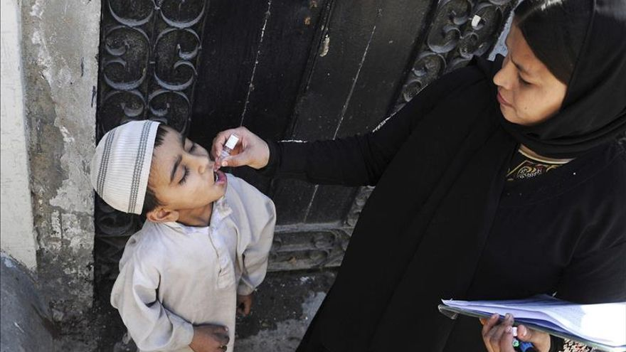 Pakistán reduce oposición a las vacunas contra la polio con penas de prisión