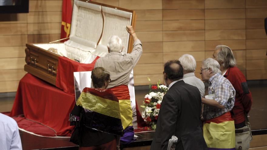 Lara rinde un cumplido homenaje a Carrillo por su compromiso con la izquierda
