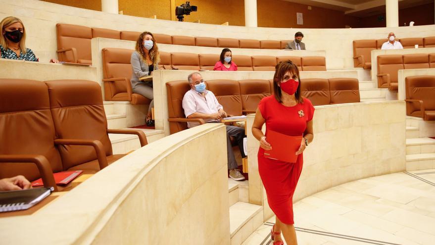 Archivo - La consejera de Empleo y Políticas Sociales, Ana Belén Álvarez, en el Parlamento
