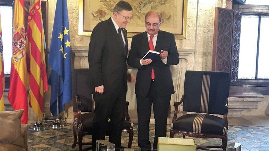 El presidente valenciano, Ximo Puig, junto a su homólogo aragonés, Javier Lambán