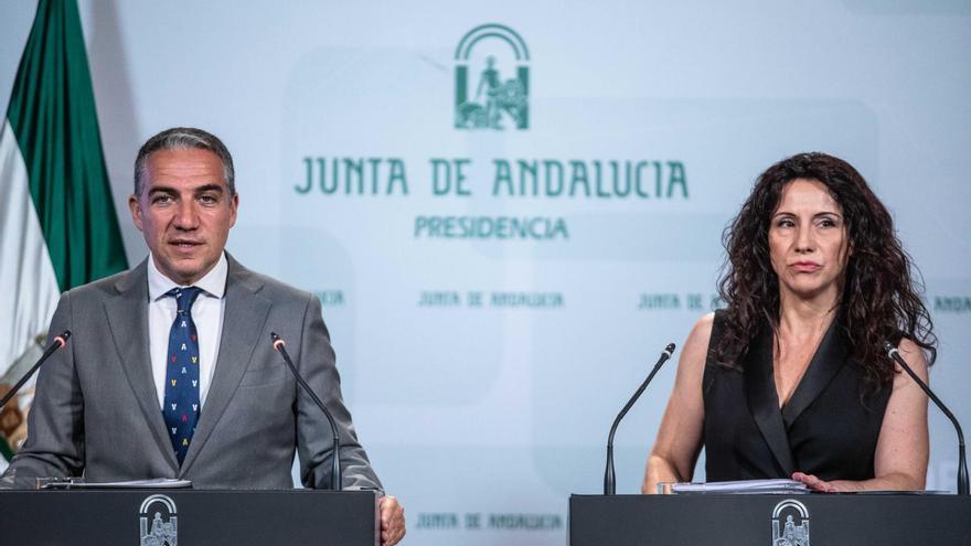 Elías Bendodo y Rocío Ruiz, consejera andaluza de Igualdad.