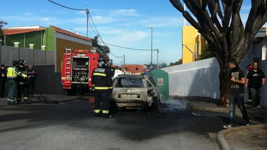 Imágenes del coche ardiendo en Tafira #2
