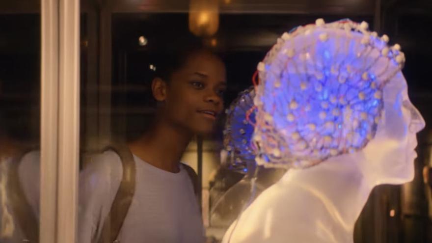 En el universo de 'Black Mirror' es posible verter los pensamientos de una persona en la mente de otra