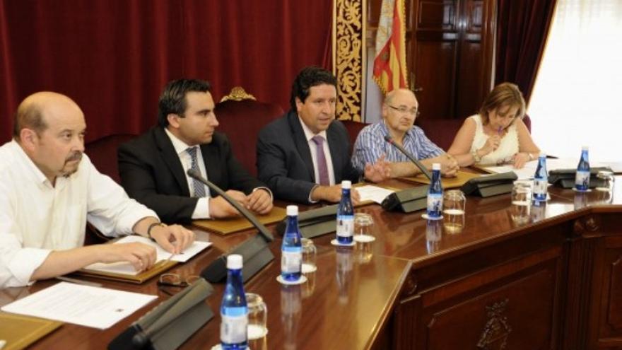 El consejo plenario de la Escuela Taurina de Castellón presidido por el presidente de la diputación, Javier Moliner