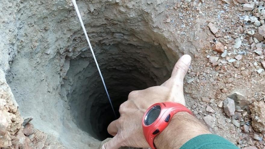 Imagen del pozo de 150 metros de profundidad en el que cayó el niño