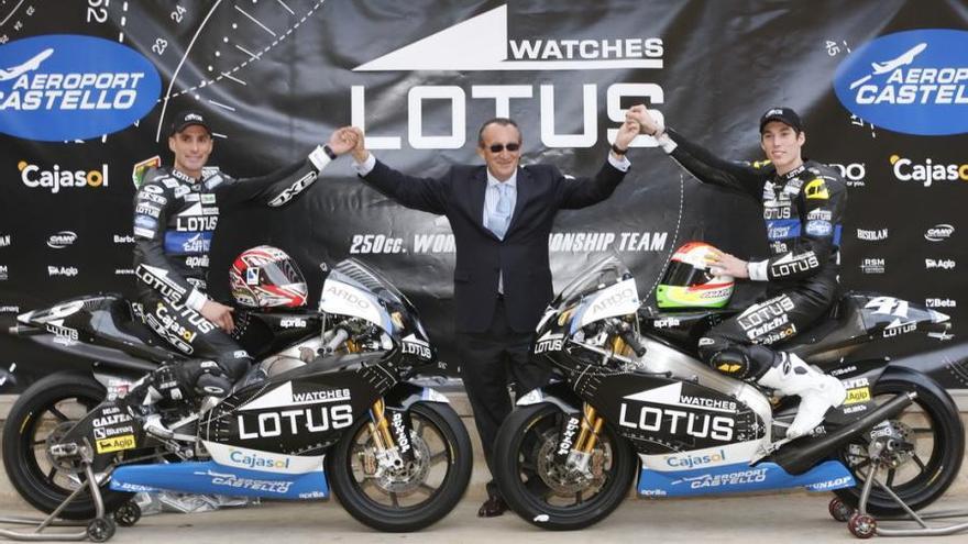 Carlos Fabra junto a los pilotos del equipo que patrocinó el Aeropuerto de Castellón