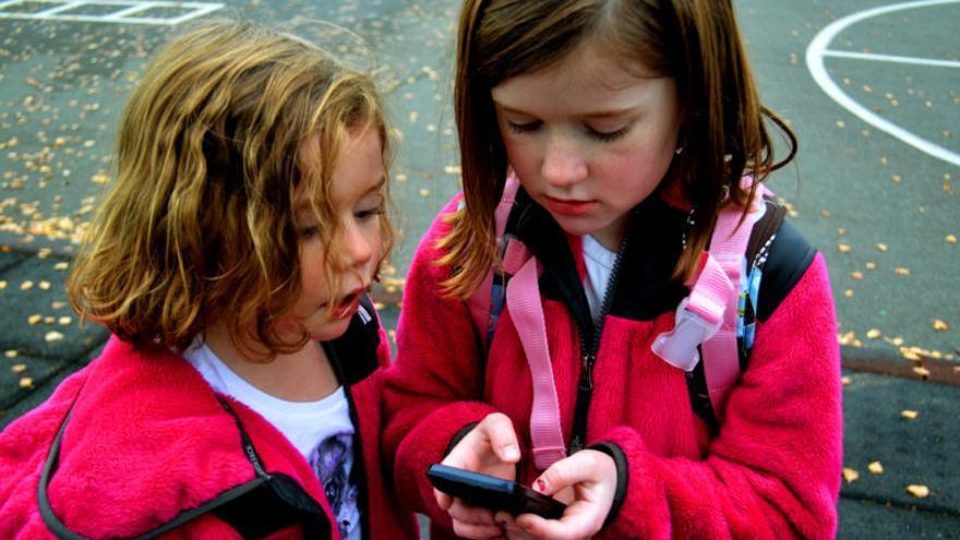 Los padres deben enseñar a sus hijos las normas básicas de comportamiento en redes.