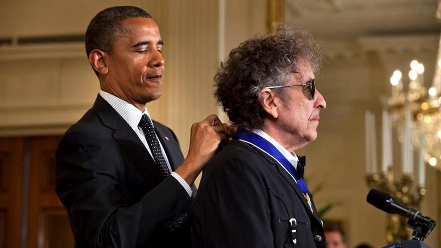 """Barack Obama felicita a Bob Dylan, uno de sus """"poetas favoritos"""", por el Nobel"""