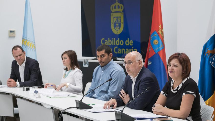 Firma del convenio entre el Cabildo con los 21 ayuntamientos de la Isla para la cooperación en materia de Juventud