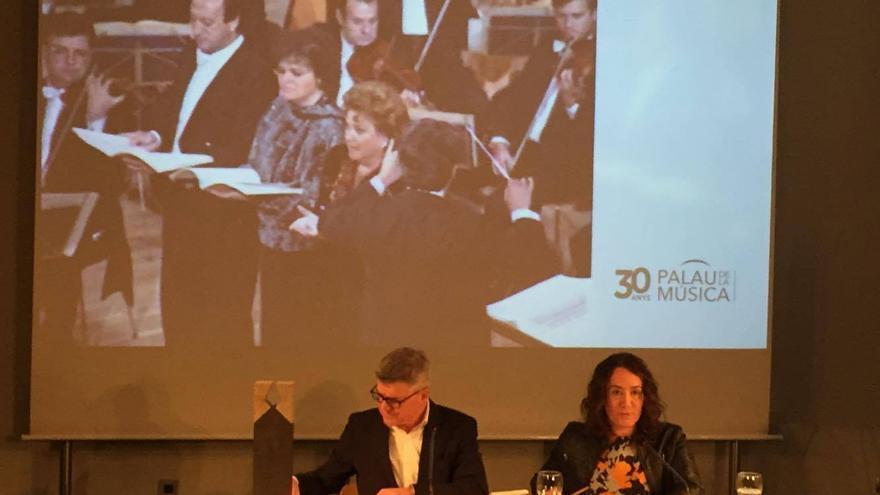 La presidenta del Palau, Glória Tello, y el director, Vicente Ros