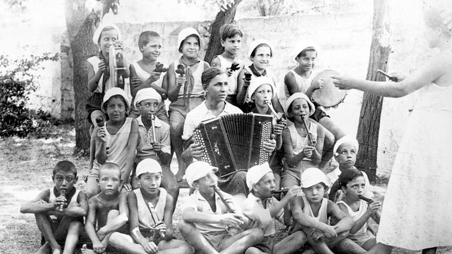 Orquesta integrada por los niños españoles refugiados en la Unión Soviética.   AGE