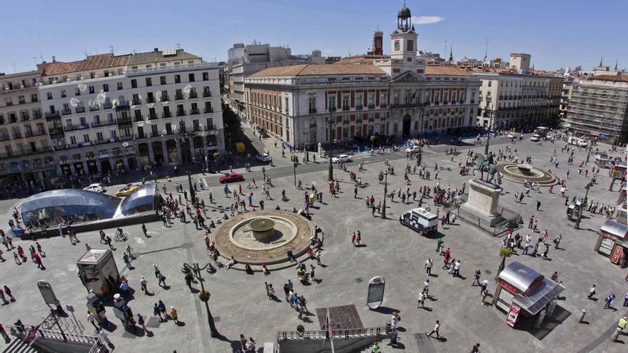 Madrid autorizar terrazas y plantar rboles en la puerta for Como es la puerta del sol
