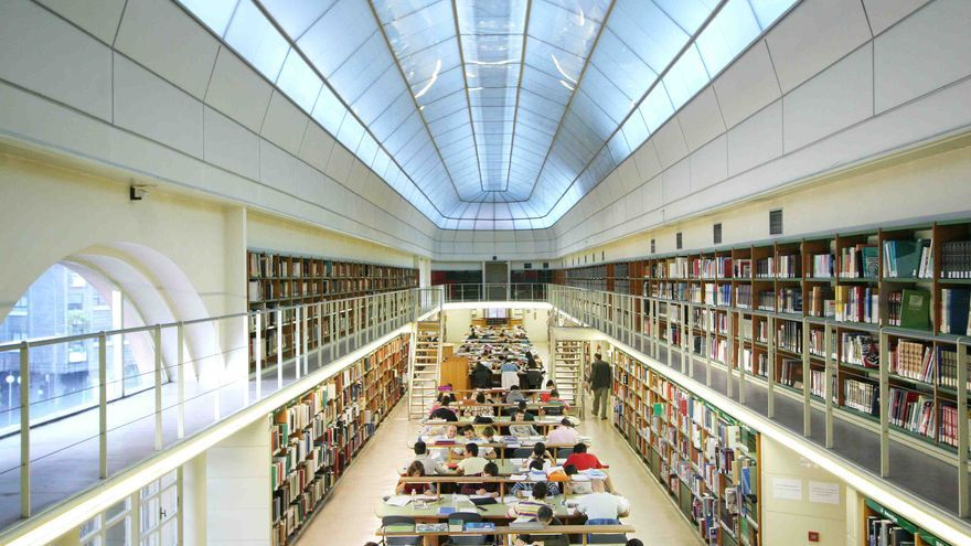 Una de las salas de la Biblioteca de la Junta de Castilla y León en Valladolid.