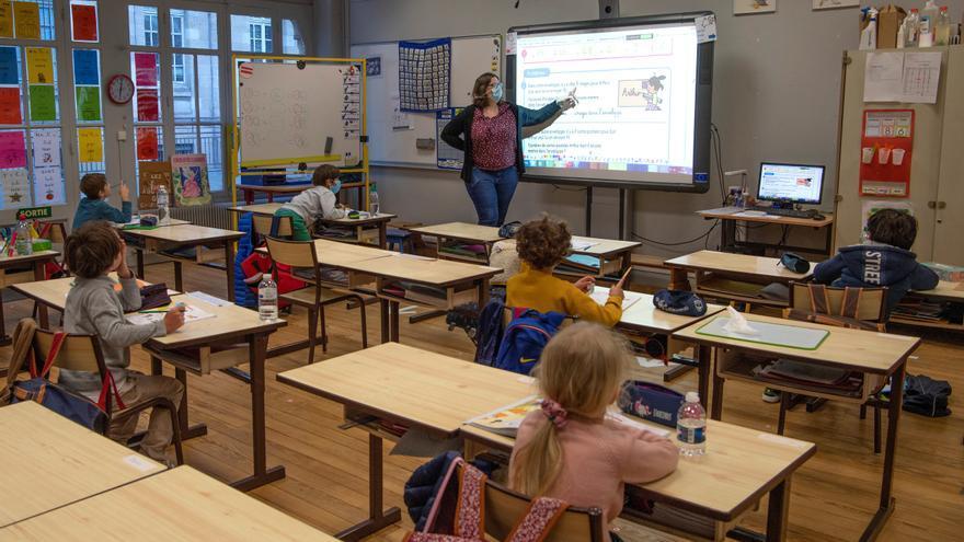 Varios alumnos en un colegio de Burdeos vuelven a clase este martes tras el inicio de la desescalada en Francia