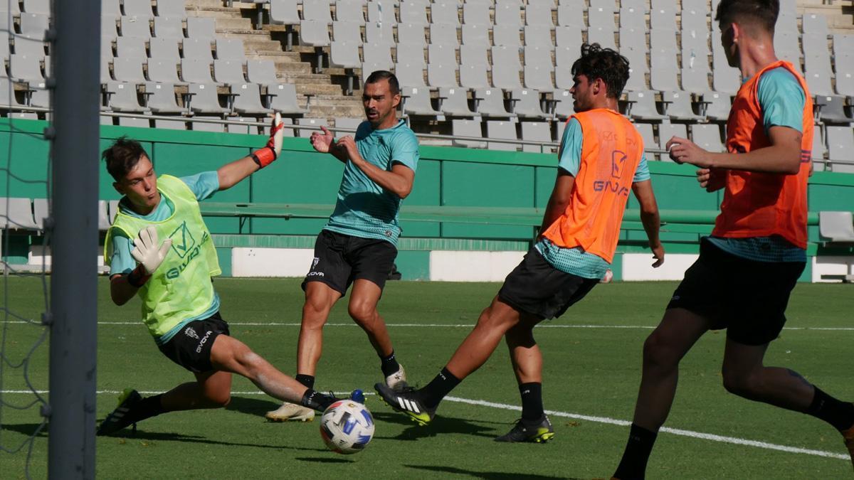 De las Cuevas, en el partido de entrenamiento ante el Córdoba B