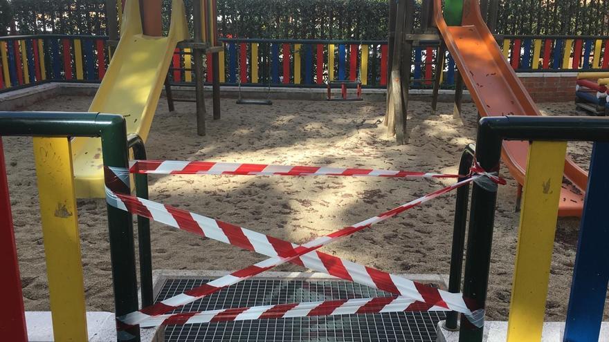 Parque infantil de urbanización privada precintado