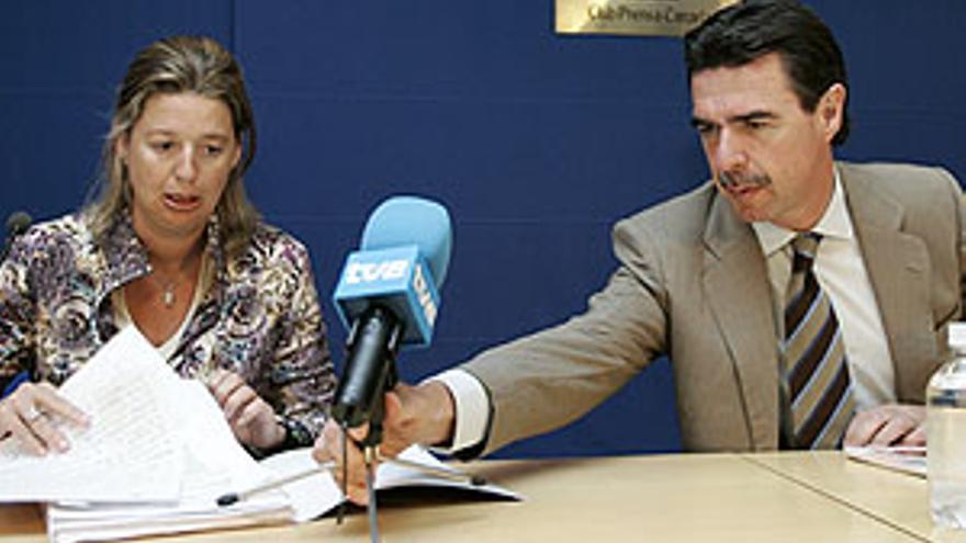 Josefa Luzardo y José Manuel Soria.