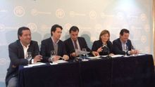 El líder provincial de Valencia, Vicente Betoret, el vicesecretario de organización, Fernando Martínez-Maíllo (en el centro), y la presidenta del PPCV, Isabel Bonig.