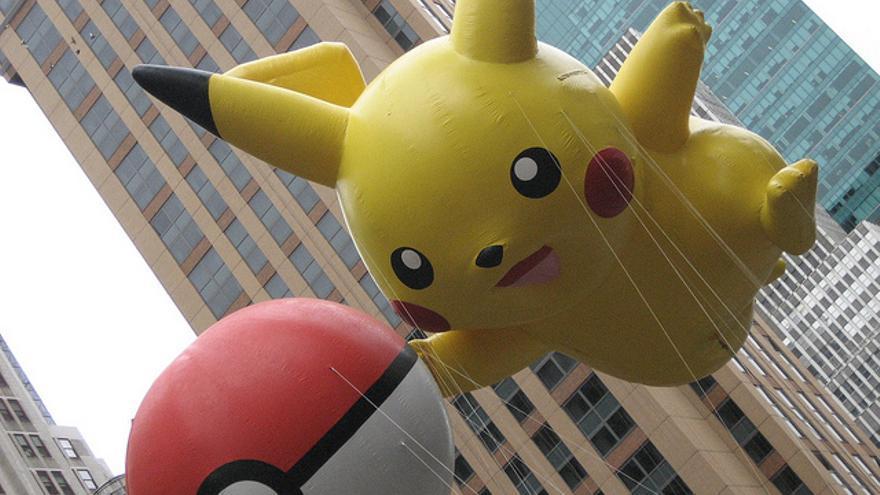 Pikachu y una pokéball