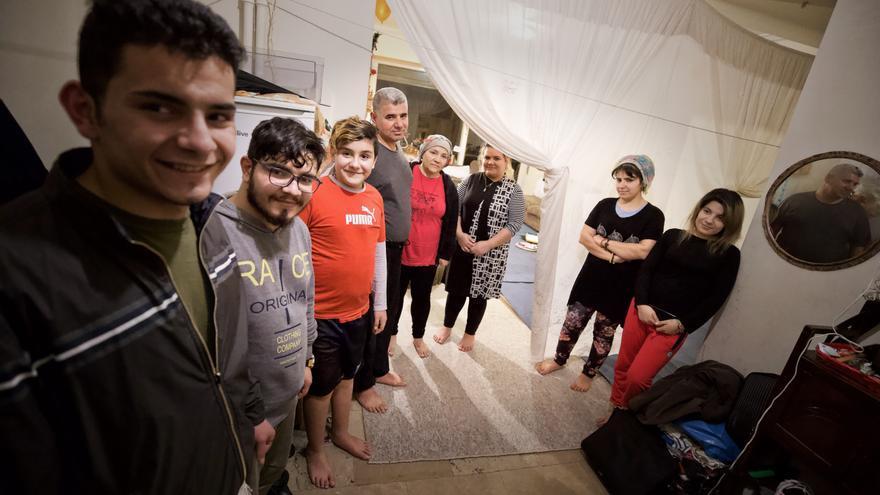 Ibrahim y Guli Asis, un matrimonio kurdo que huyó de Irak con sus siete hijos.