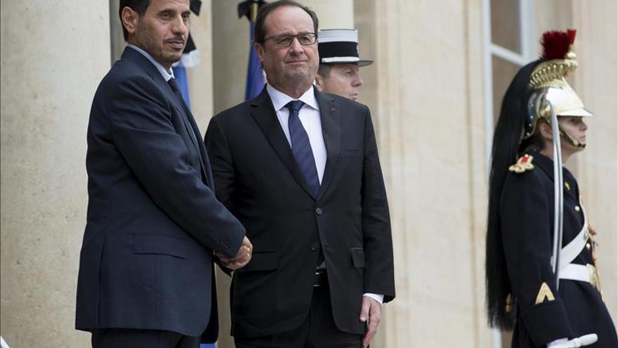 """Catar le asegura a Francia su """"pleno apoyo"""" en la lucha antiterrorista"""