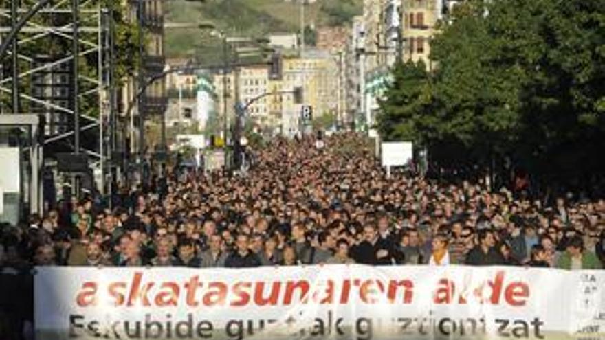 Varios miles de personas protestan en San Sebastián por las detenciones de la izquierda abertzale